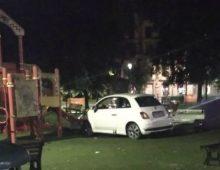 Piazza Re di Roma: ragazzo ubriaco si schianta con l'auto nell'area del parco giochi