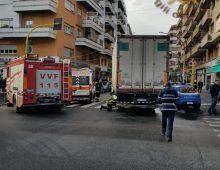 Incidente di via Menghini: quando la distrazione e la fretta possono essere fatali