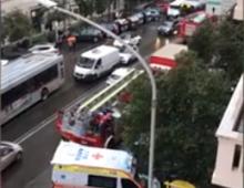 Via Magna Grecia: donna tenta il suicidio: salvata al volo dai poliziotti al piano di sotto