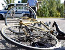 Parco della Caffarella: grave incidente, ciclista travolta da un'auto