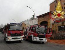 Viale Castrense, incendio in ex deposito Ama