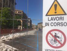 Lavori su via Taranto: sfiasciato il cordolo messo da poco