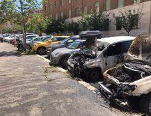 Allarme piromane a Piazza Asti, auto bruciate nella notte
