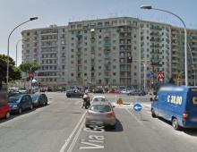 Via Gela: 18enne con monopattino investito da un'auto