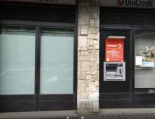 Piazza Zama e Piazza Cantù: rapine al bancomat con lo sputo
