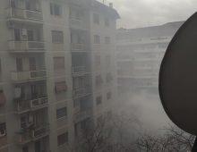 Colli Albani: incendio un palazzo, tanto fumo e residenti in strada
