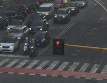 Novità in via Monza: divieto di svolta a sinistra (in attesa del ripristino del semaforo)