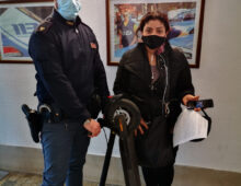 Colli Albani: rapina un monopattino a una donna mentre posava la spesa