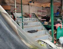 Largo Don Orione: il chiosco fatiscente e il degrado di un luogo abbandonato