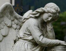 Roma, lo scandalo dei cimiteri