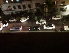 Incidente in via Acaia, un'auto travolge secchioni e sfiora un passante