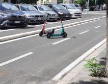Via Taranto: monopattino selvaggio