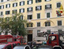 Incendio a via Pomezia, grave una donna